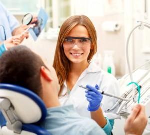 Odontologė ir pacientas